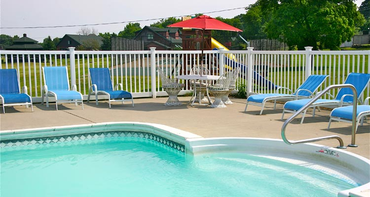 Stone Fence Resort Pool 1000 Islands
